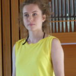 Rebecca Viala, 22 ans, Soprano. Née à Evreux, elle vit à Paris