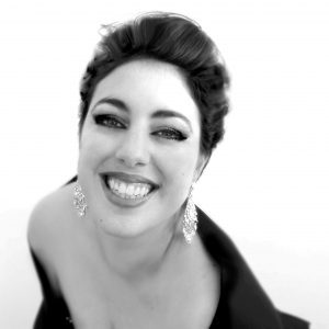 Le soprano Chrystelle Di Marco a été formée en Italie et elle dirige le festival Sans&Chopin en Seyne