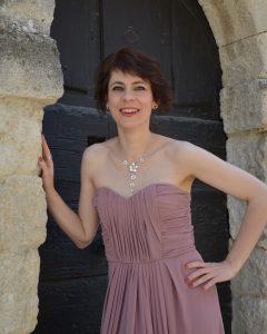 Sylvie Claire Vautrin est soprano et enseigne à l'école de musique de Tricastin