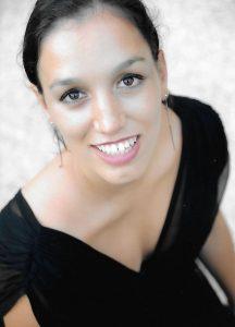 Le soprano Laurine Martinez soutient l'idée que les artistes doivent être leur propre porte-parole de leur art.