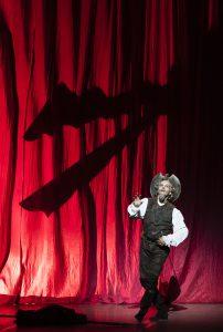 Eric Vu-An du ballet Nice Méditerranée dansera Don Quichotte au théâtre antique de Vaison-la-Romaine le 13 juillet. photo crédit