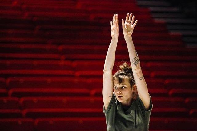 Vaison : Emma Mouton danse pour Emanuel Gat