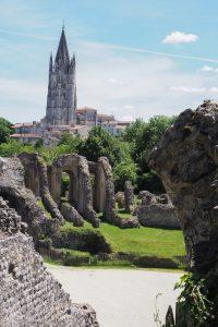 Jean-Philippe Machon, maire de Saintes a pour projet de ramener l'art lyrique dans les arènes romaines, comme au début du XXe siècle.
