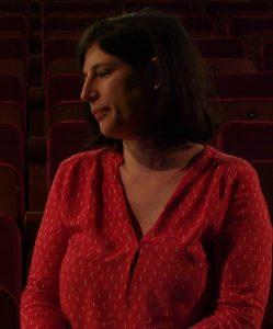 Fanny Gioria, directrice du Pôle culturel Jean-Ferrat à Sauveterre dans le Gard, elle signe la mise en scène de L'élixir d'amour de Donizetti à l'Opéra du Grand Avignon.