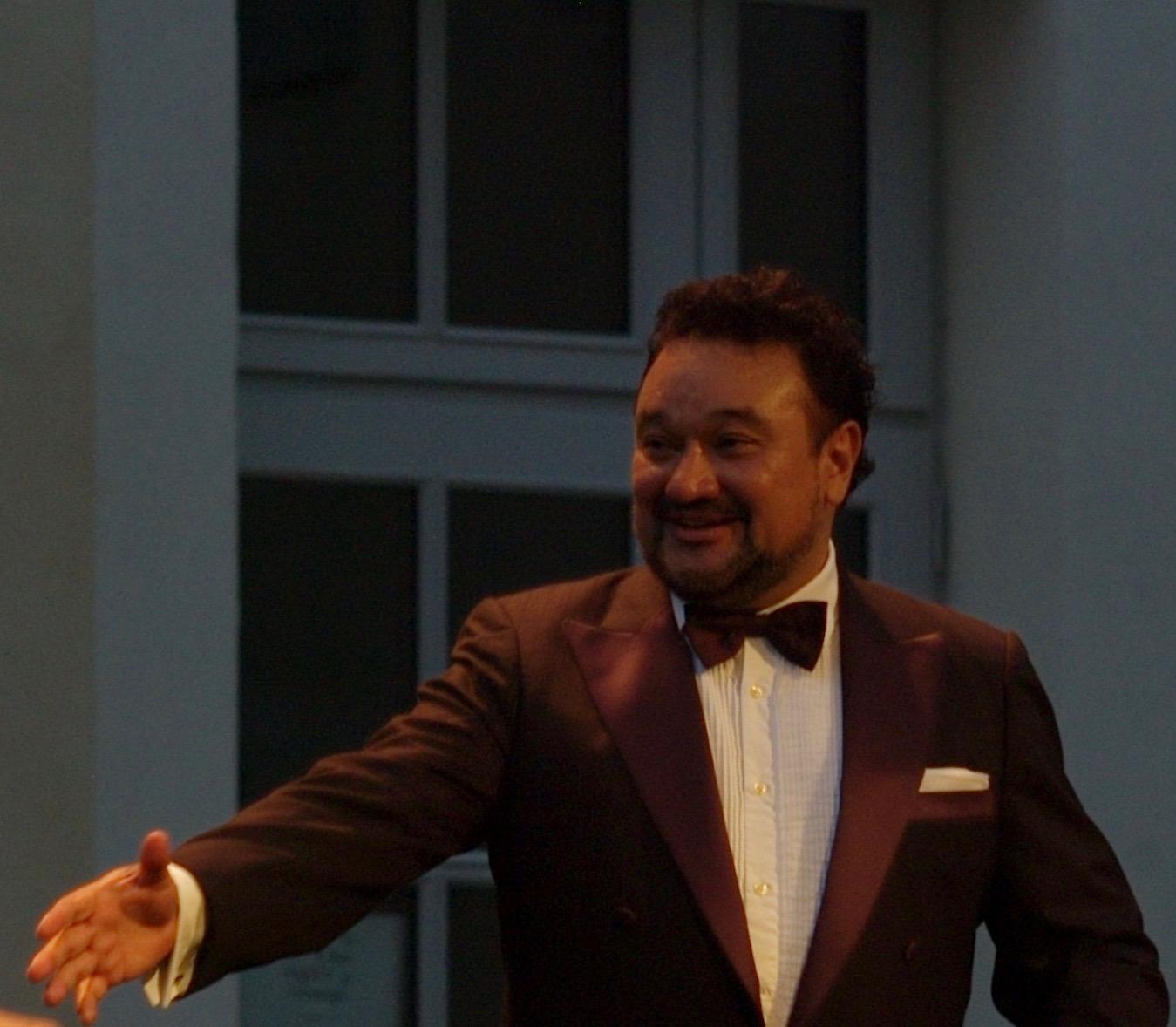 Le ténor Ramon Vargas en concert à la cour Saint-Louis aux Chorégies d'Orange