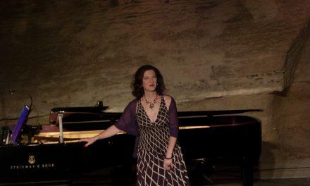 Gordes : Patrizia Ciofi séduit sur les Chemins de l'amour