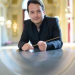 Après six ans comme pigiste d'un orchestre, dans le pupitre des altistes, Quentin Hindley a souhaité se tourner vers la direction musicale