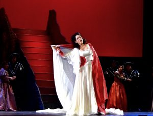 Melody Louledjian dans Lucia di Lammermoor à l'Opéra de Manille. Photo Pablo Molina.
