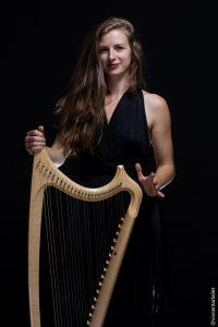 La harpiste Marie-Domitille Murez, Photo Vioncent Arbelet