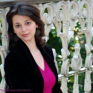 Dina Pruzhansky est pianiste et compositrice.