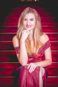 La soprano Lydia Spyra a été formée à la Haute école de musique de Lausanne.