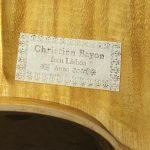 La signature de Christian Bayon aposée sur les instruments de sa fabrication, ici à Lisbonne où il est installé depuis 1989.