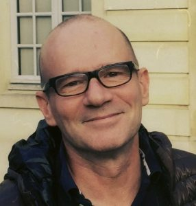Joël Suhubiette est directeur musicale des ensembles Les Elements et Jacques Moderne.