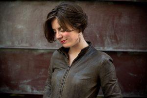 La soprano Lou Benzoni Grosset se partage entre la scène et les cours de chant au Conservatoire de Meaux.