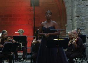 Le soprano Leila Brédent en concert avec L'ONAP à Villeneuve avant une tournée de concerts gratuits en Région Sud-Paca